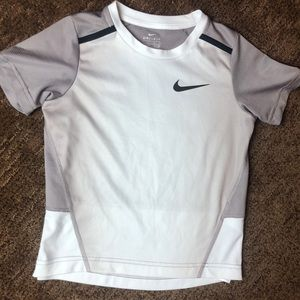 Nike Dri-Fit Gray Short Sleeve Sz 7